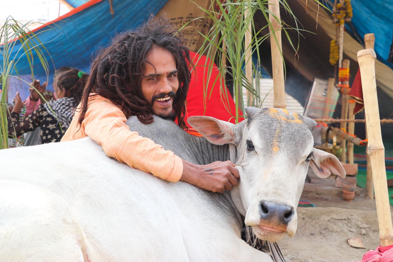 インドのお祭 クンブメーラ 裸のサドゥ naga sadhu