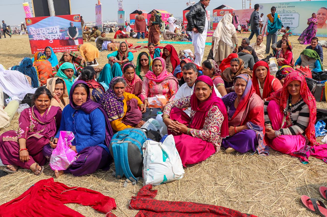 インドのお祭 クンブメーラ 沐浴を終えた女性陣