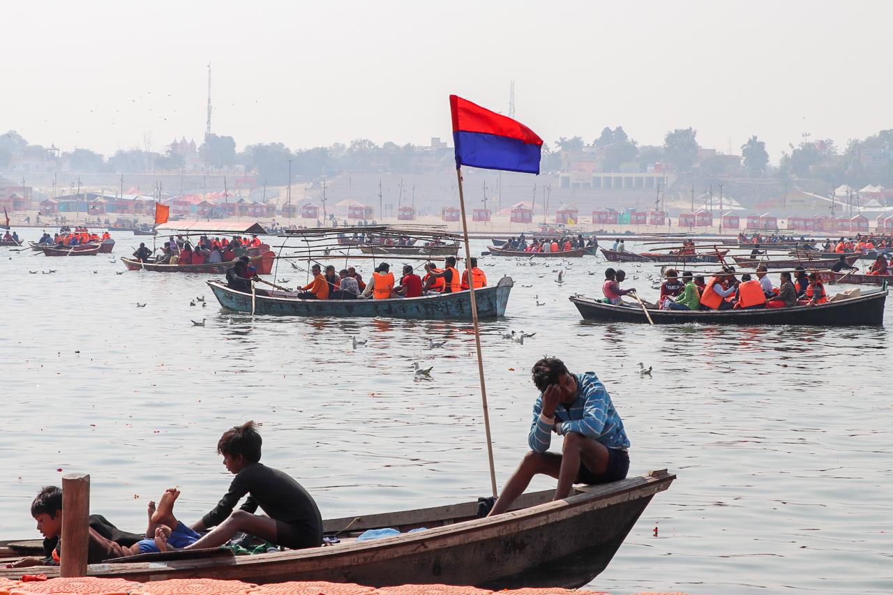 インドのお祭 クンブメーラ サンガム合流地点に向かう船