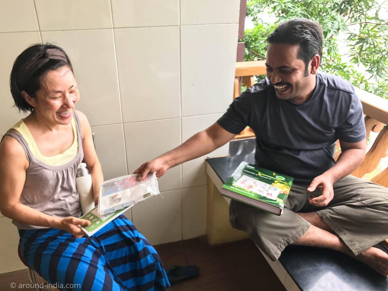 PVAアーユルヴェーダ病院の一コマ。暮らしのアーユルヴェーダ、インド号の本も!