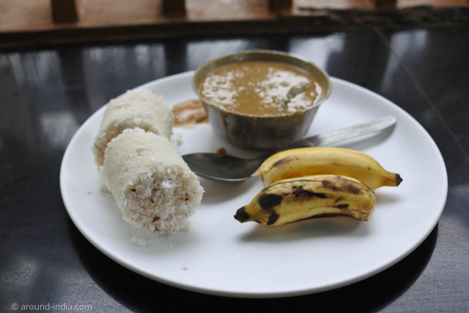 アーユルヴェーダ病院のごはん。ココナッツ入り米粉蒸しケーキのプットゥ、ひよこ豆のカダラカリー、バナナ