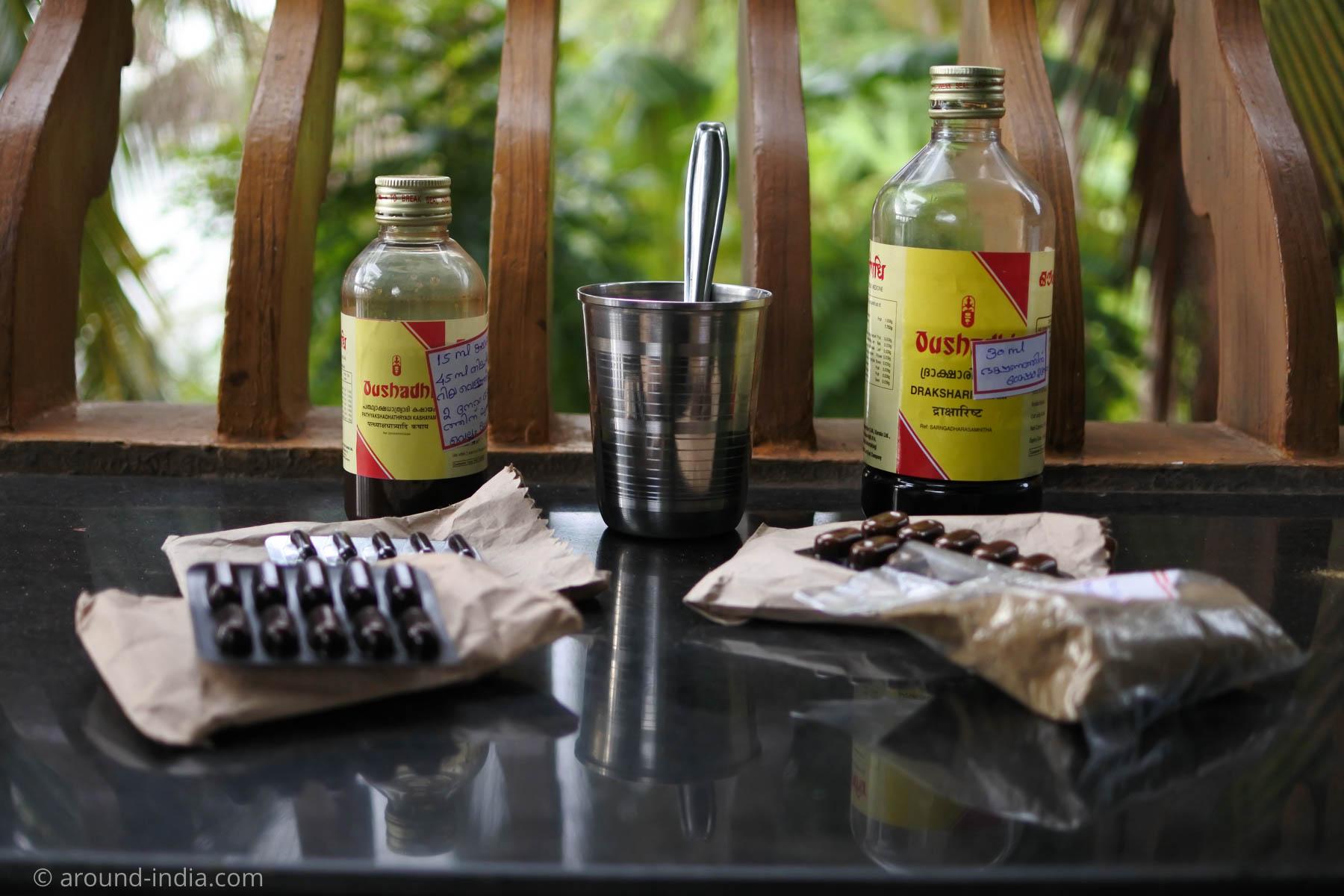 AROUND INDIA田村ゆみが処方されたお薬。煎じ薬カシャヤとタブレット二種