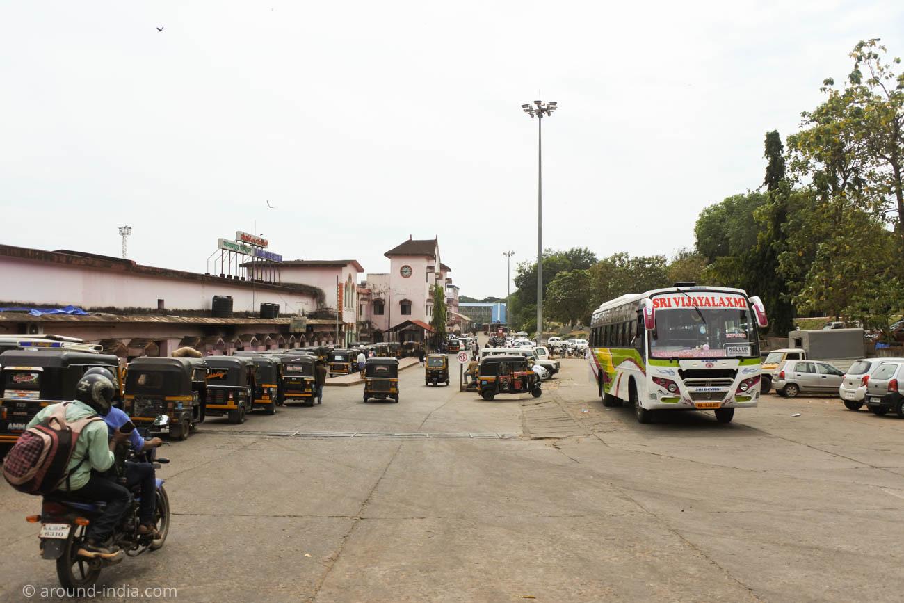 マンガロール駅のロータリー