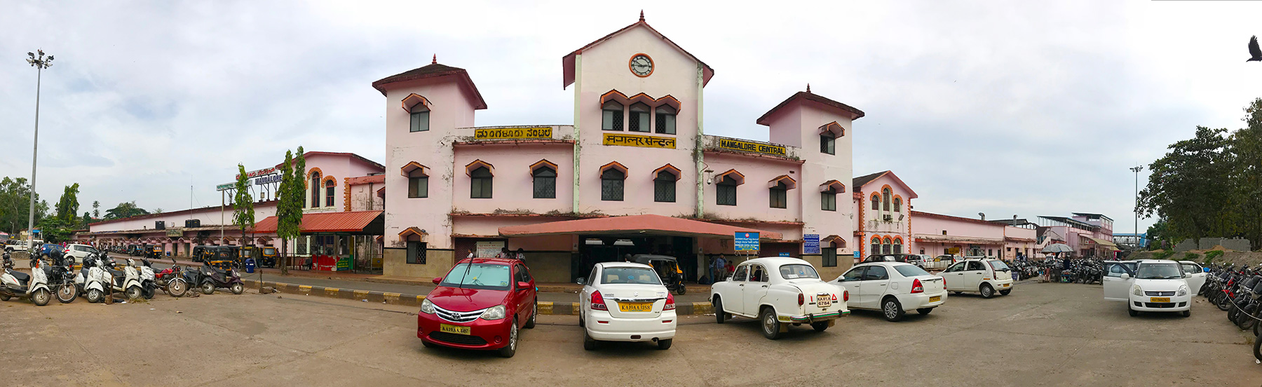 インド・マンガロール駅外観