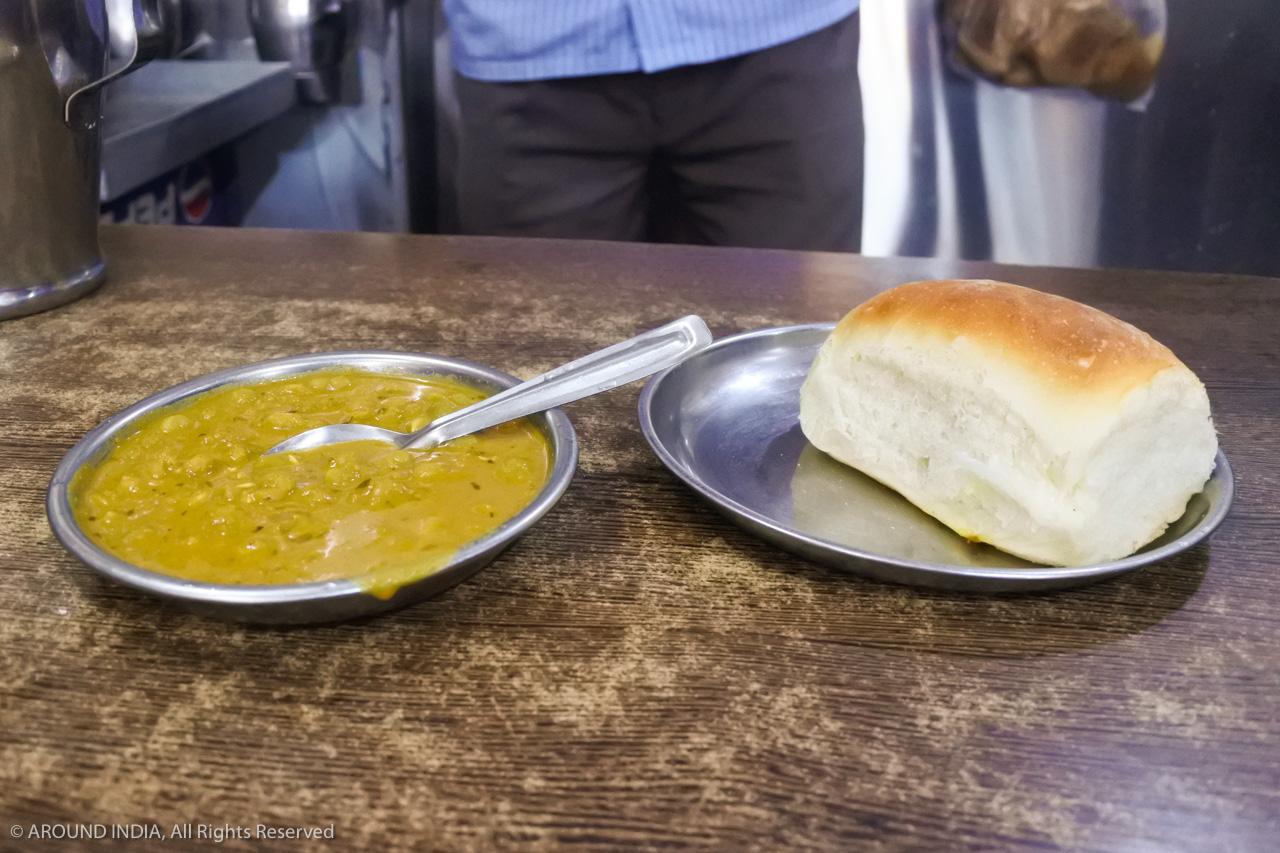 インド・ゴア州ちぎりパンとカレー