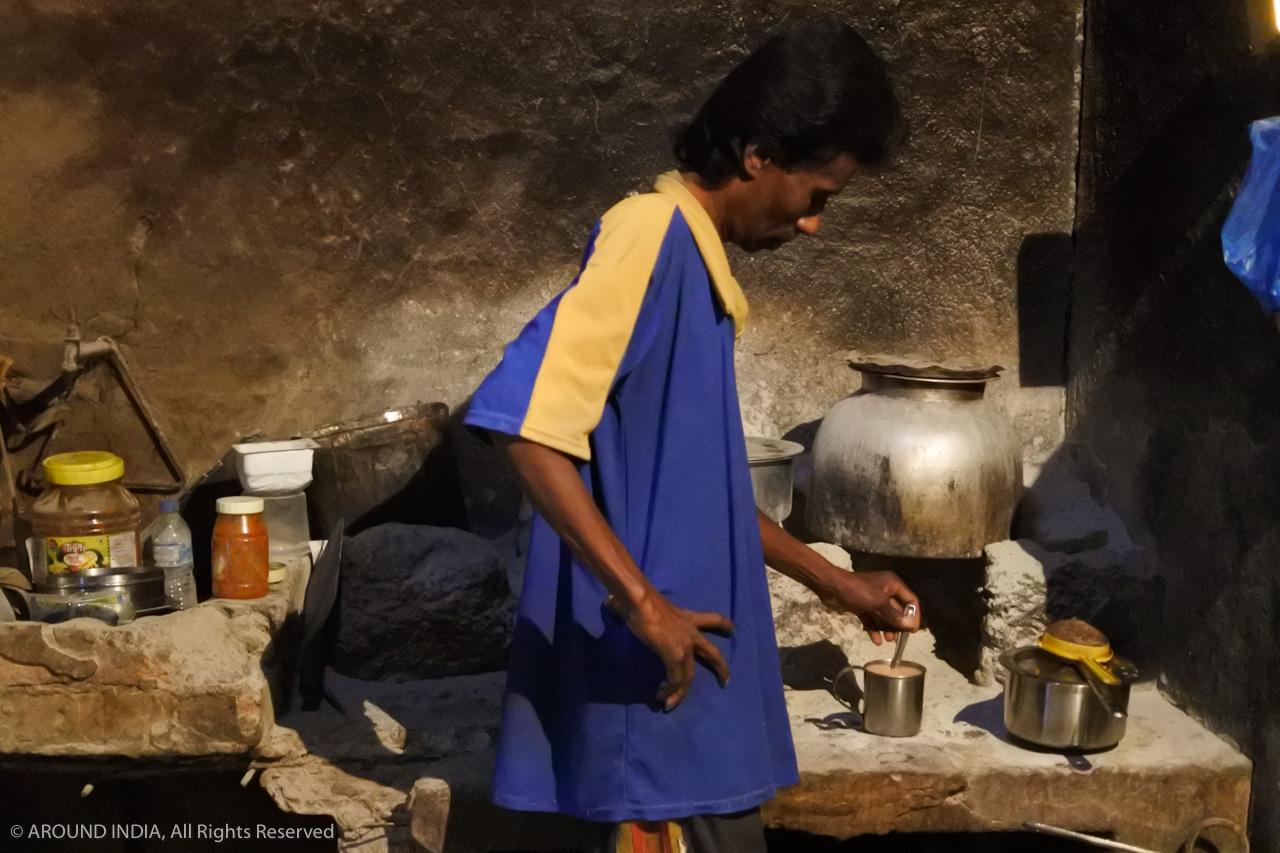 インド・ゴア州ベーカリーまずはチャイ