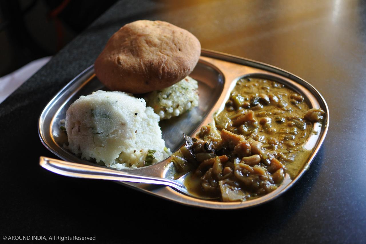 インド・ゴア州Madgao駅食堂で食べたパン