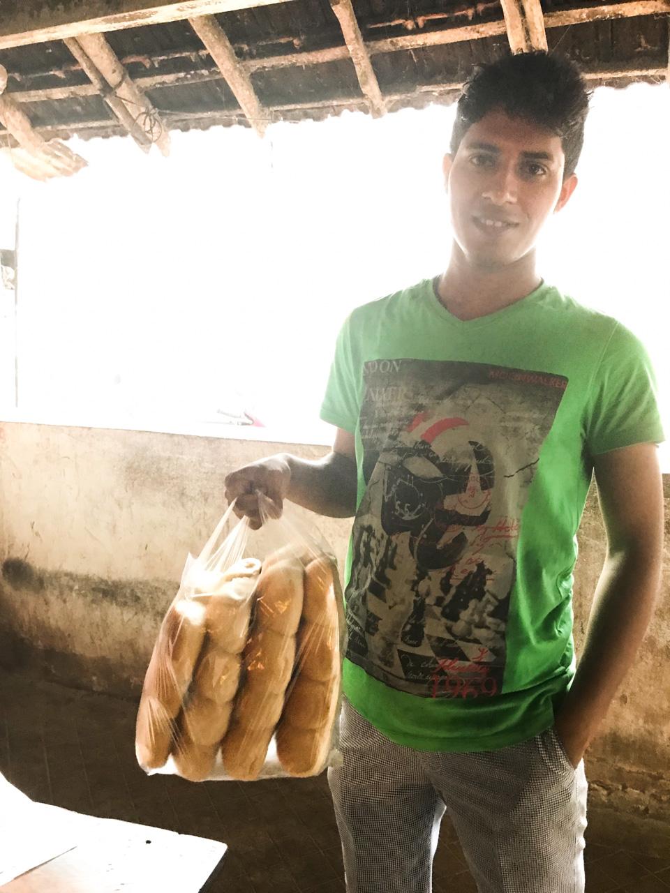 インド・ゴア州ベーカリー パンをたくさん買う人