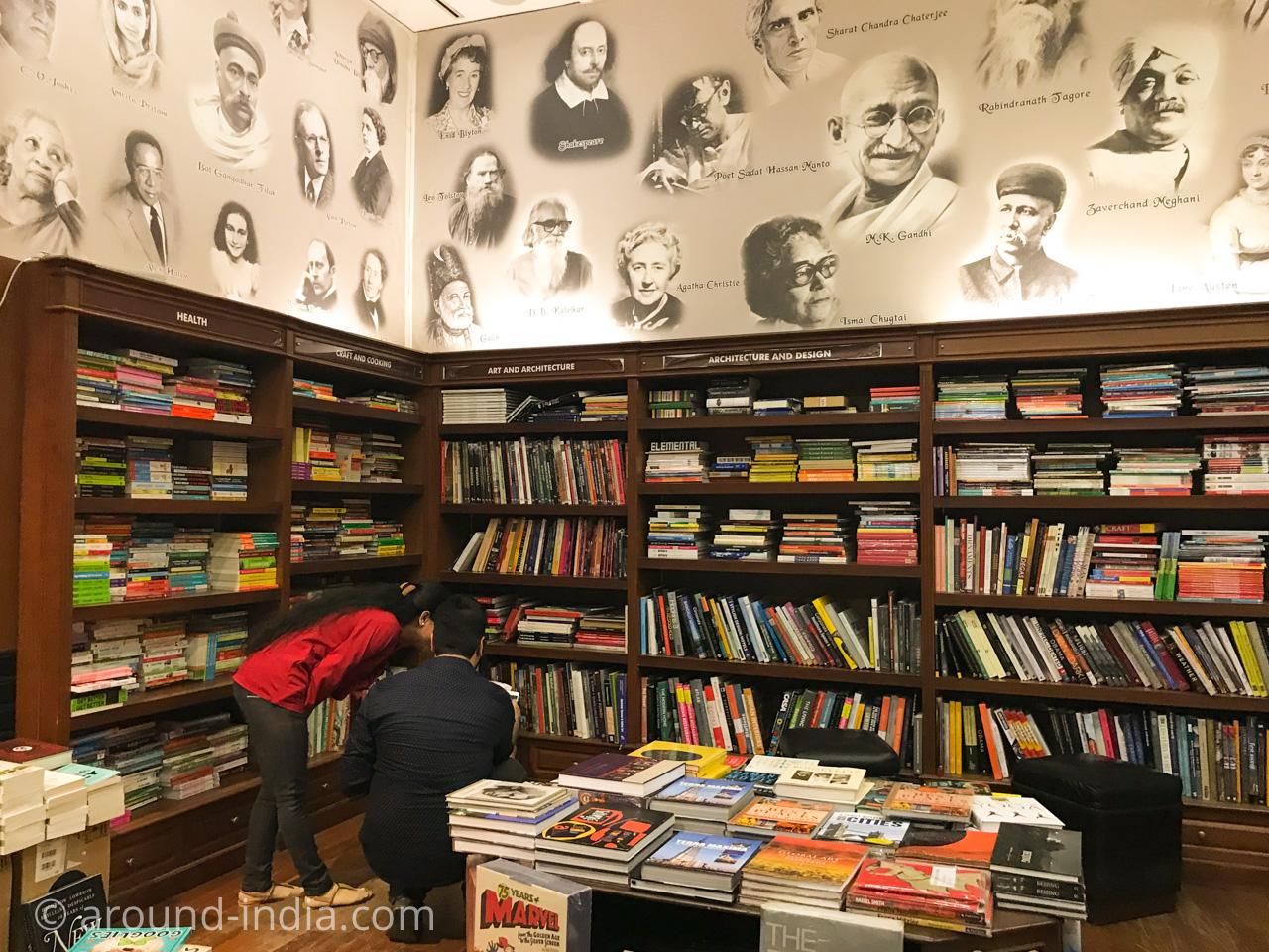 ムンバイの本屋Kitab Khana 偉人たちの壁