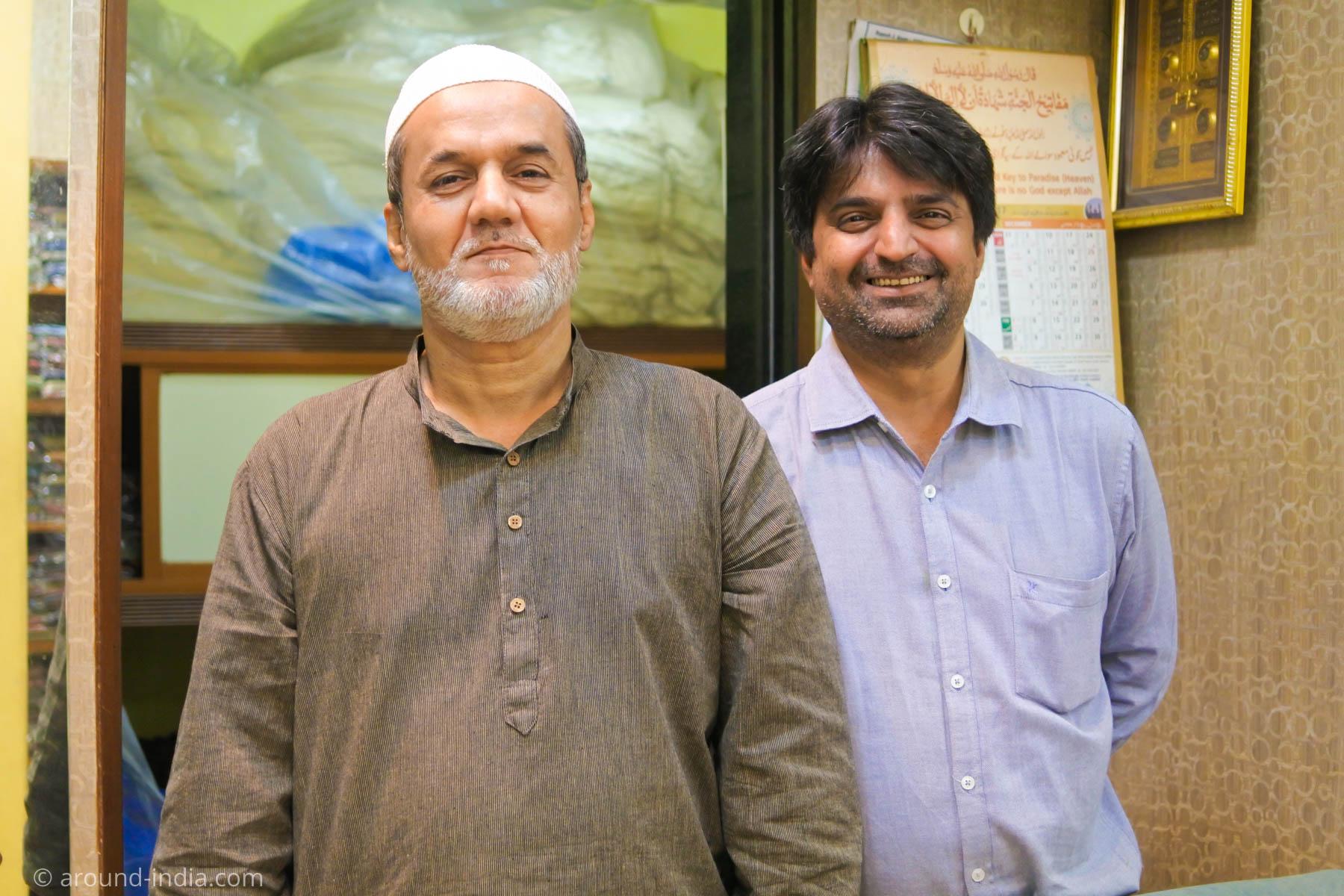 ムンバイ木版プリント工房PracheenのNational awardを受賞したお父様と後継ぎの息子さん