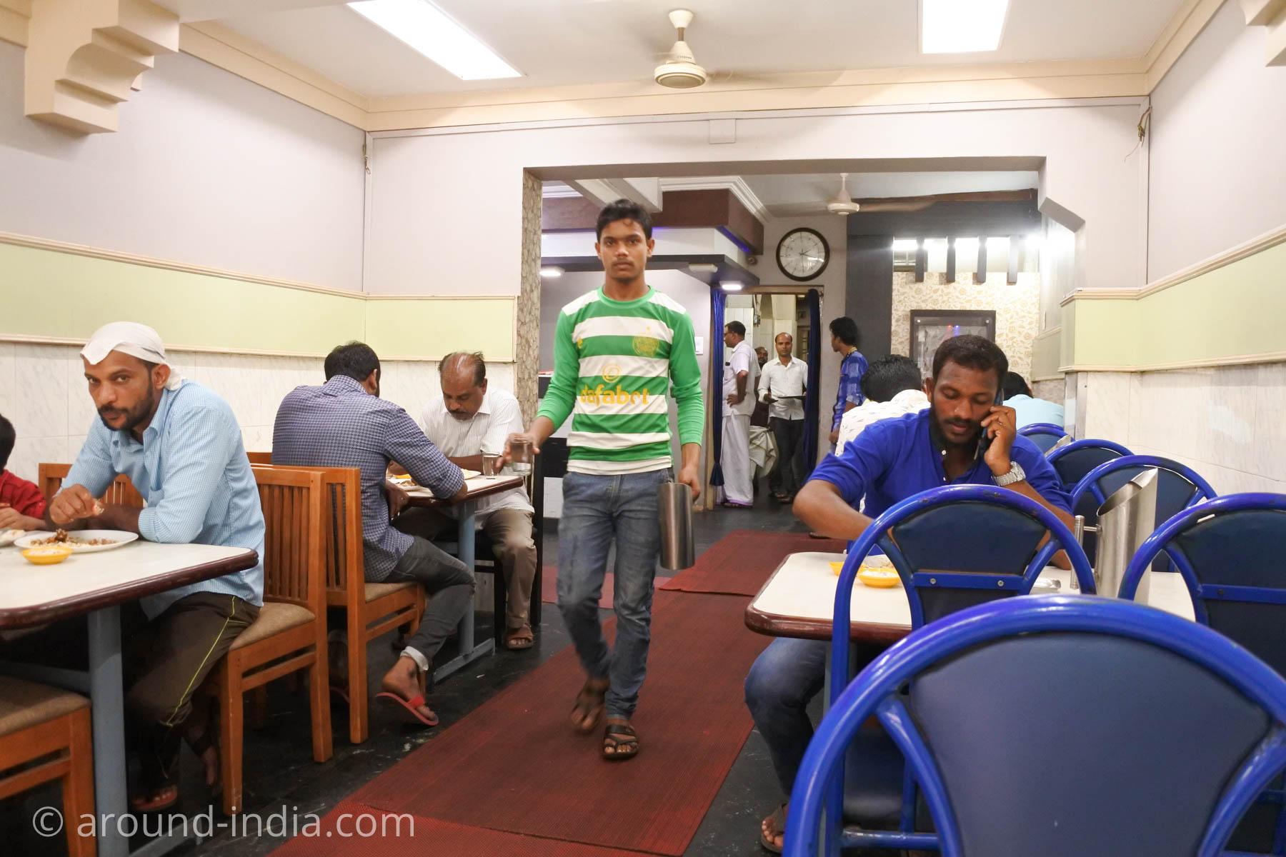 カヌールのビリヤニが人気のレストランMVKの店内