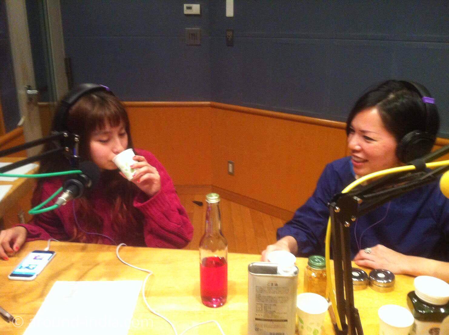 FM横浜 だめラジオ DJのトミタ栞ちゃんとAROUND INDIA田村ゆみ