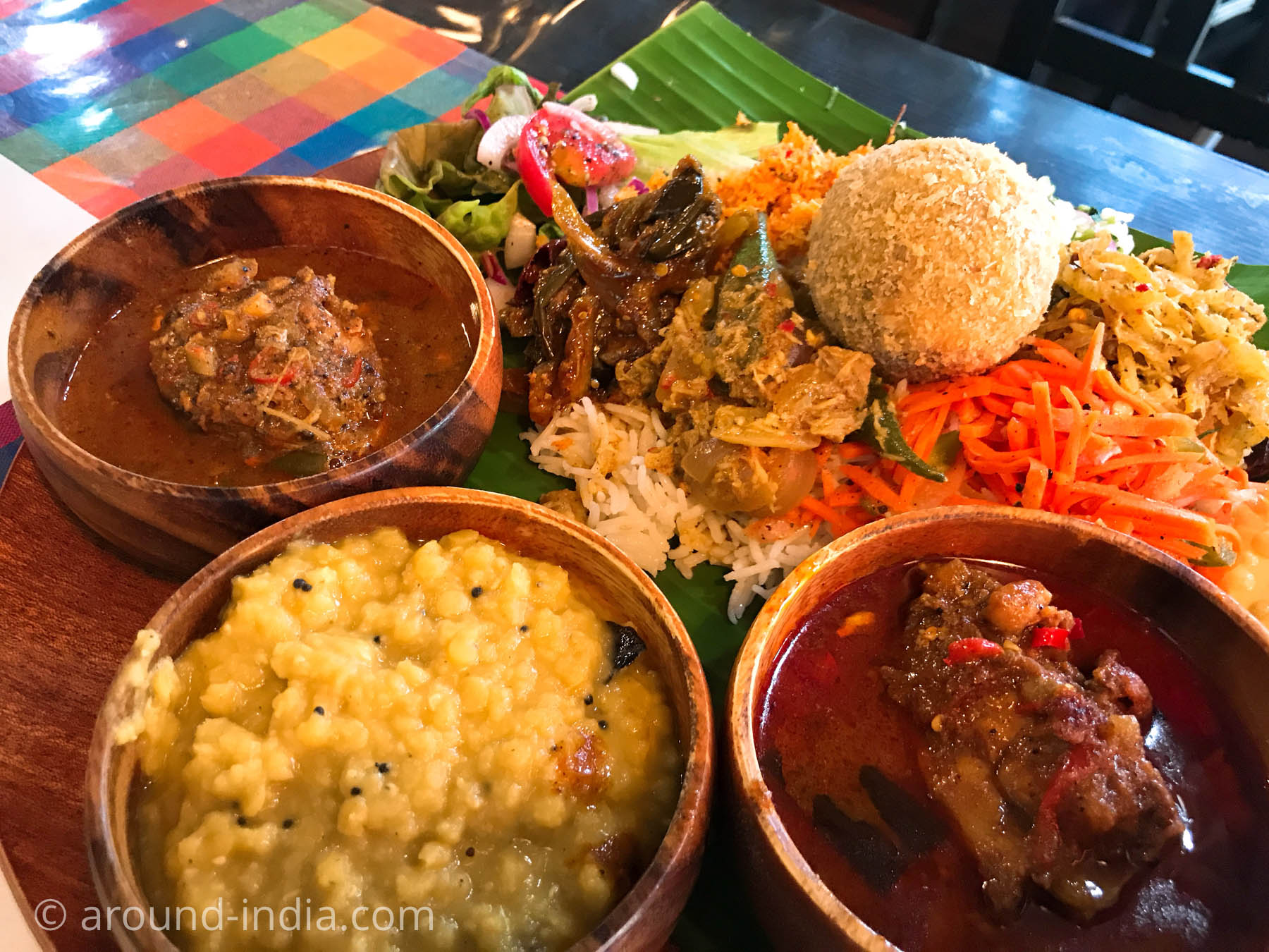 スリランカ料理シナモンガーデンのカレー三種