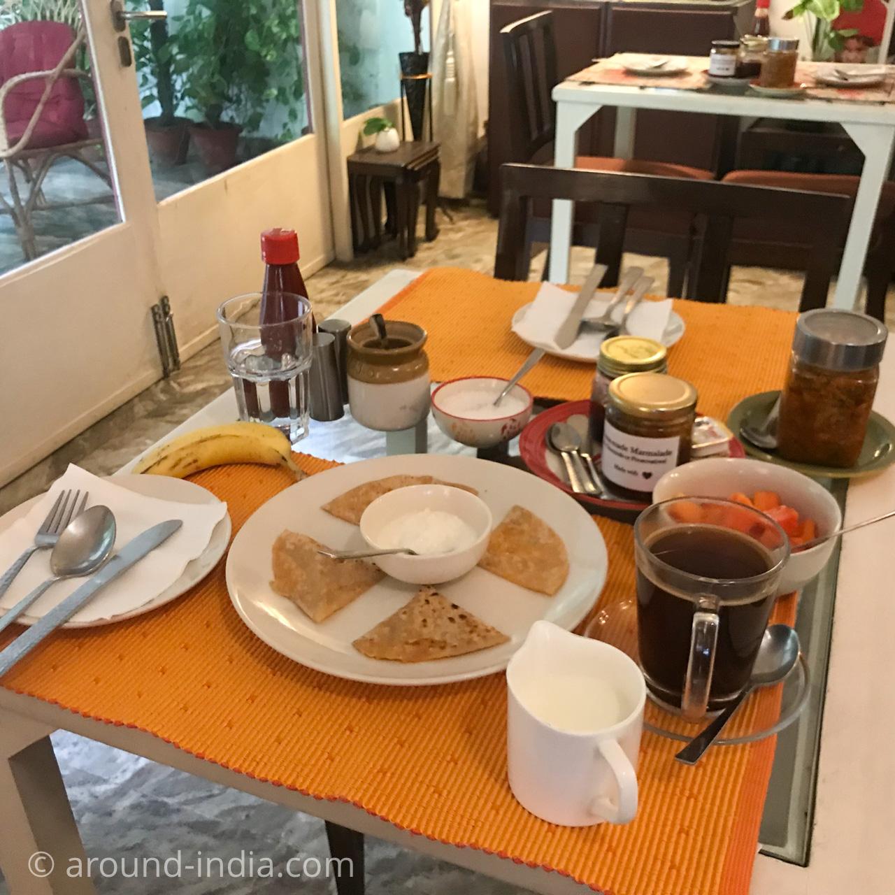 デリーのホテルHaveli Hauz Khasのインド朝ごはん