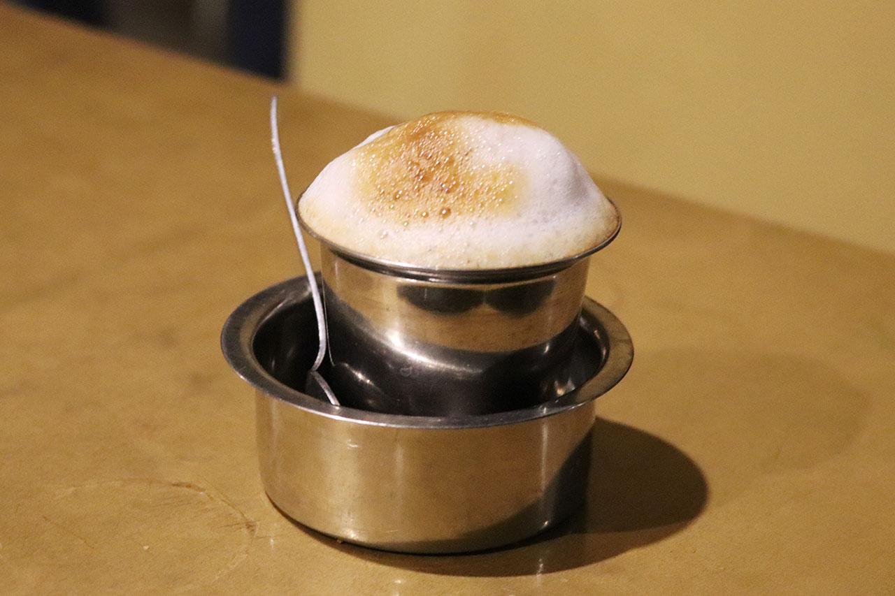 カルナタカ料理カルナティックカフェのフィルターコーヒー