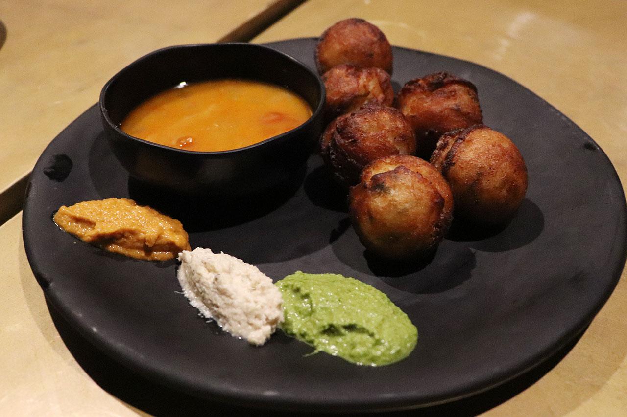 カルナタカ料理カルナティックカフェのパッドゥ