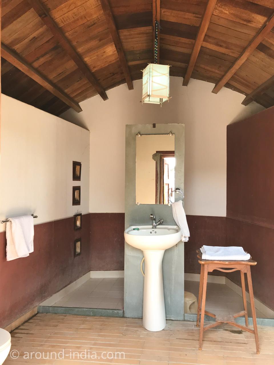 SHAAM-E-SARHADブンガの別小屋にあるバスルーム