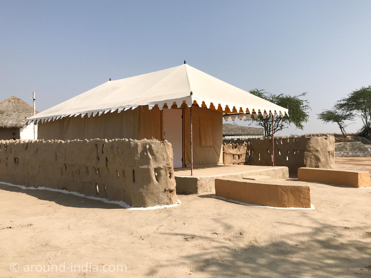 SHAAM-E-SARHAD テント