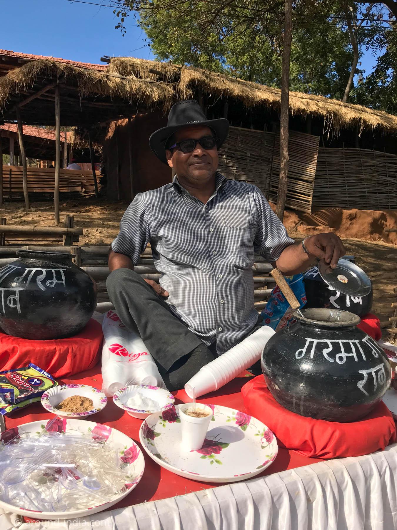 ラジャスタンの冬の飲み物 makki ki raabを売るおじさん