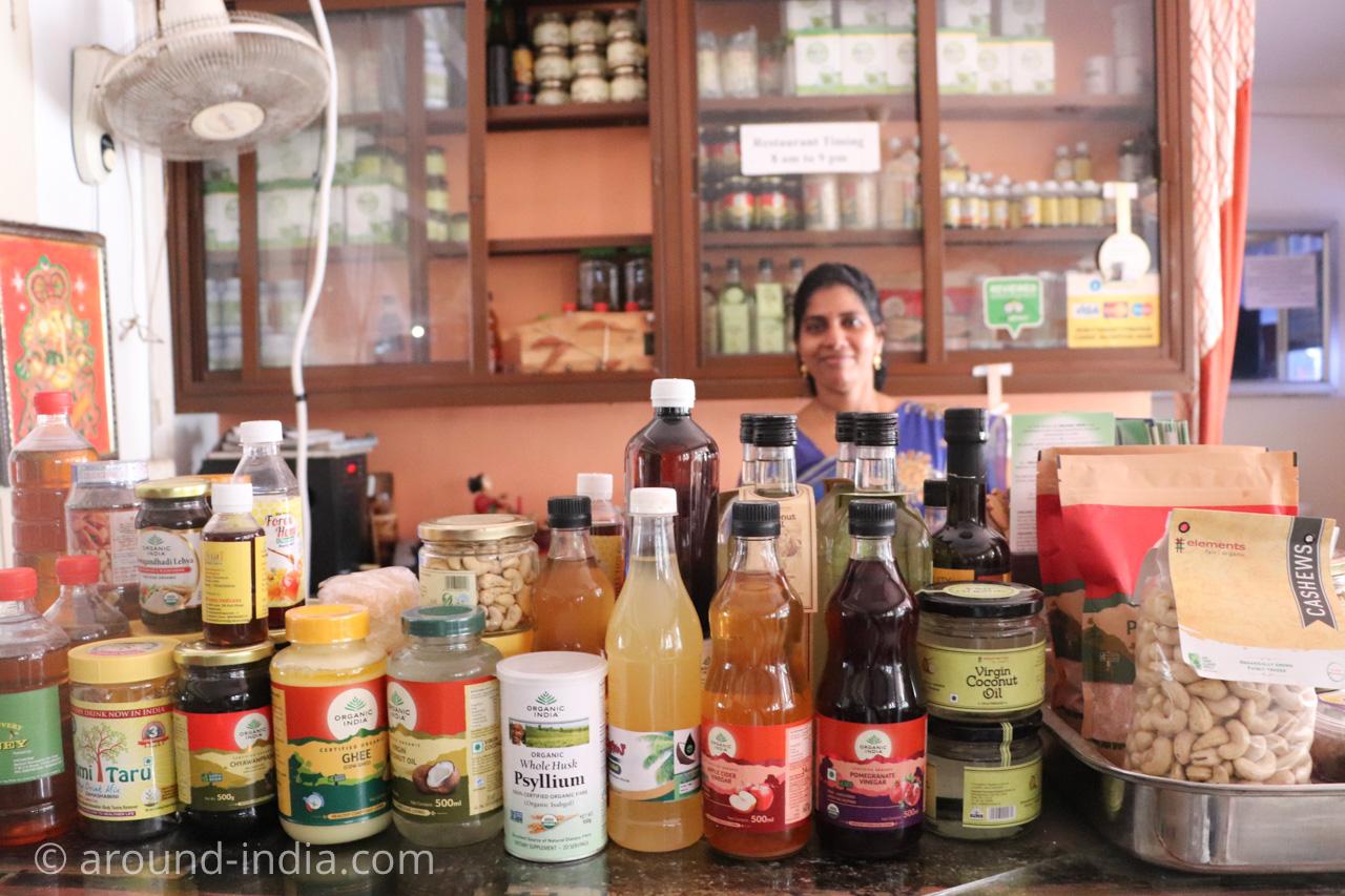 トリヴァンドラムのナチュラルフードレストランPathayamのオーガニックフード商品