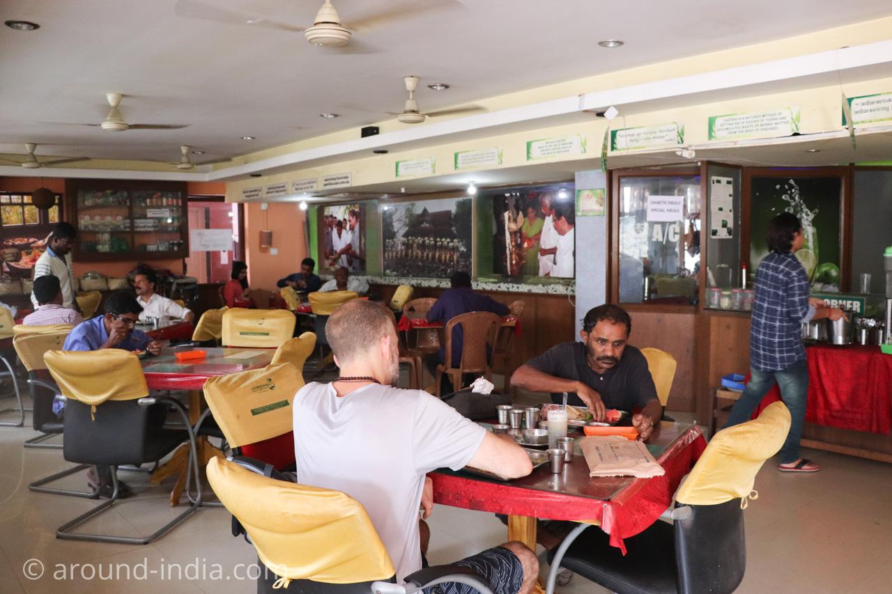 トリヴァンドラムのナチュラルフードレストランPathayamの店内