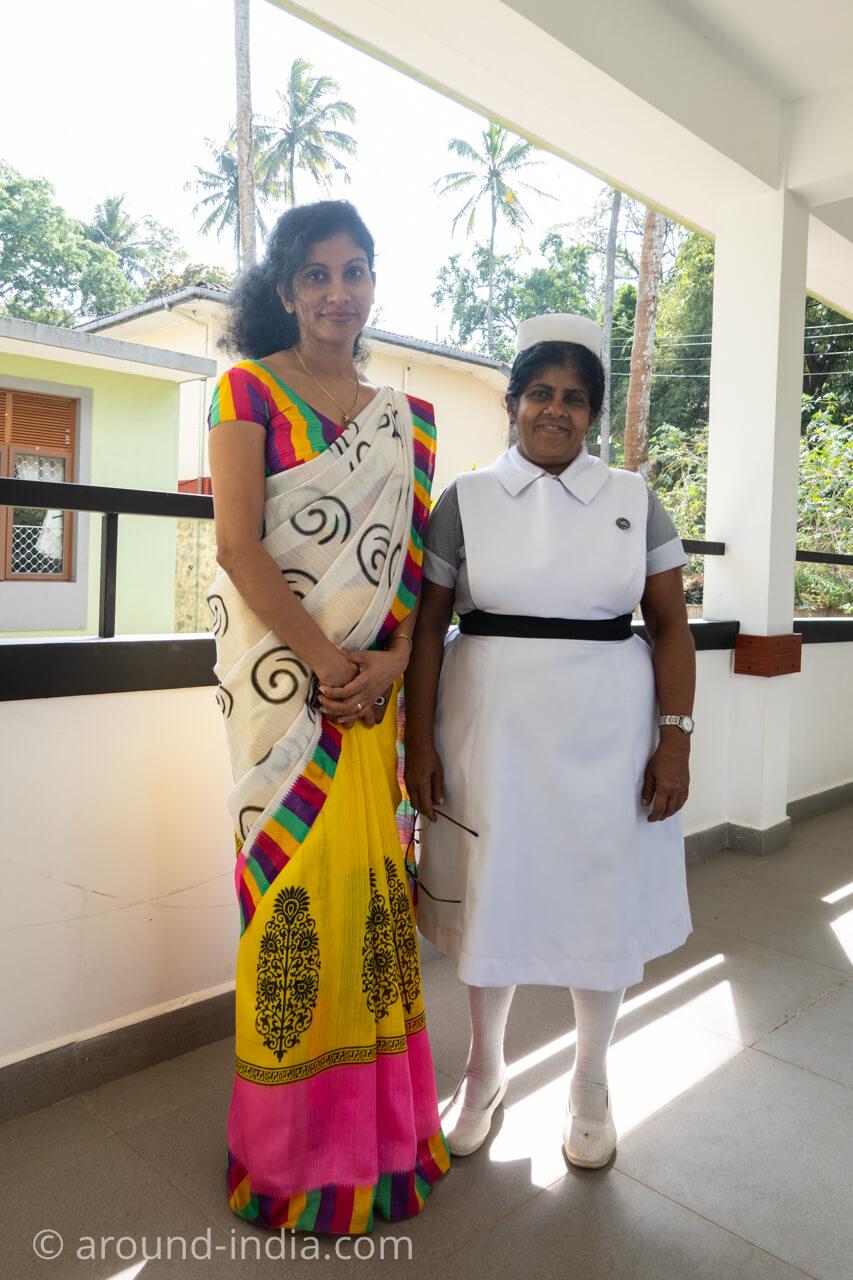 スリランカの国立アーユルヴェーダ病院のドクターと看護師長さん