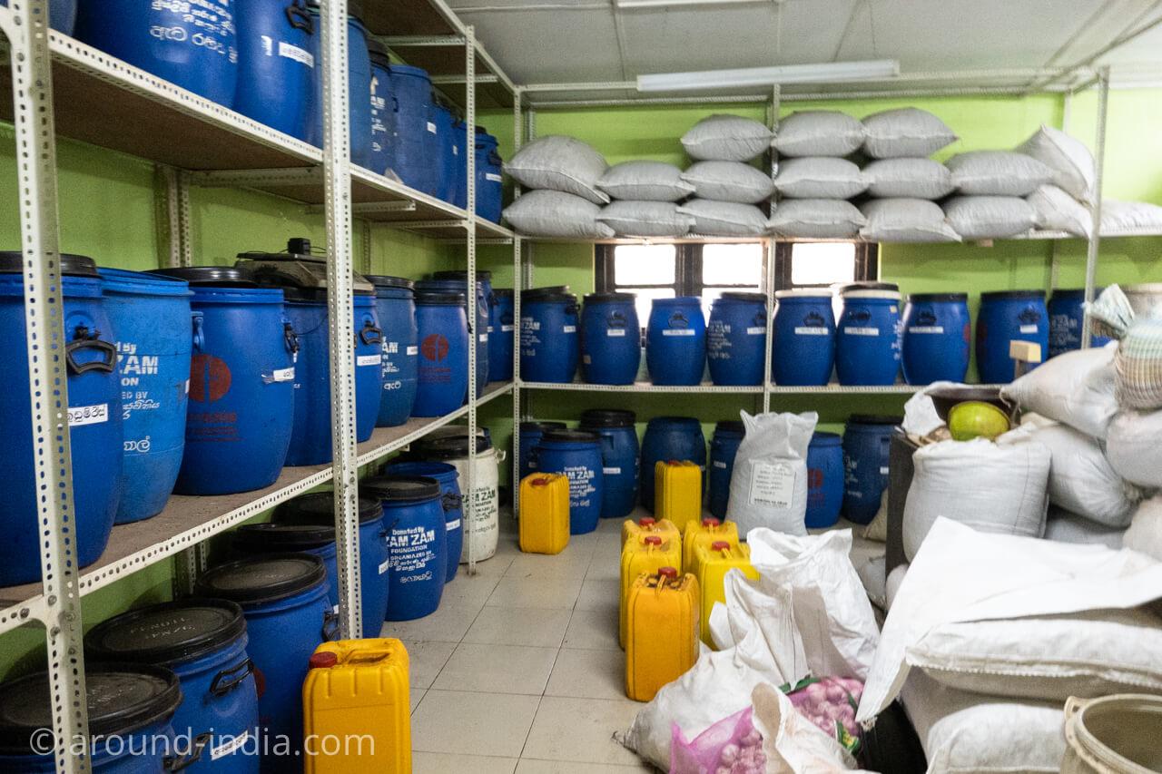 スリランカの国立アーユルヴェーダ病院のお薬部屋