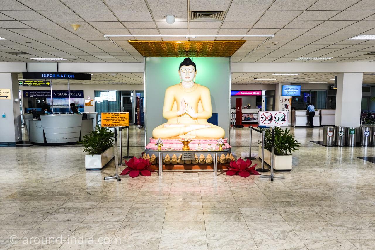 仏教国スリランカ、空港