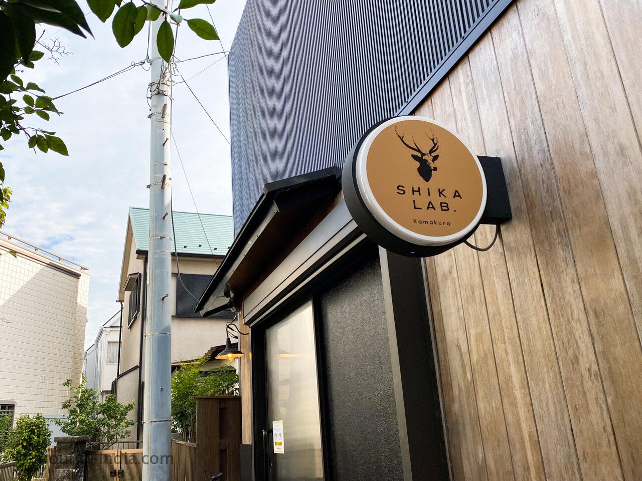 シンガポール Shikalab 鎌倉の看板