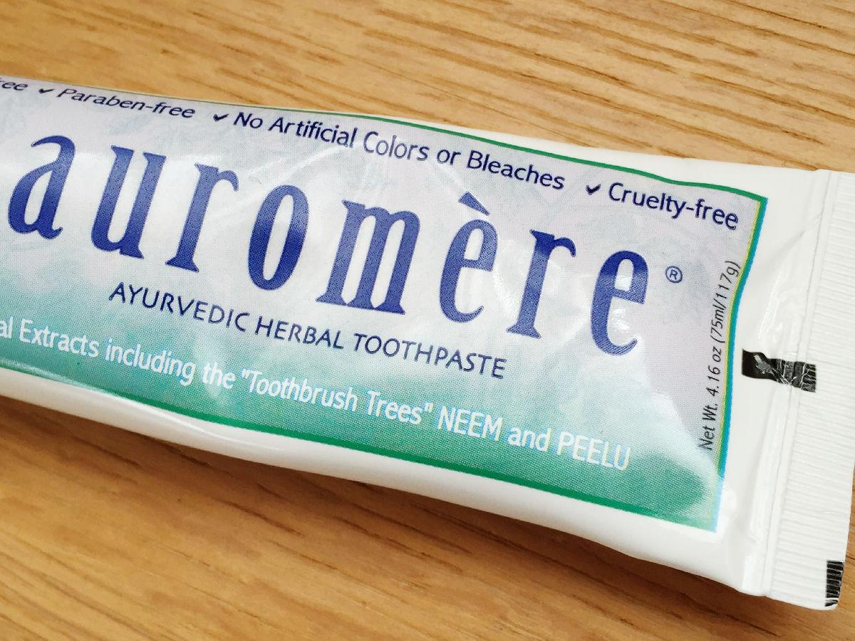 auromereのアーユルヴェーダ歯磨き粉