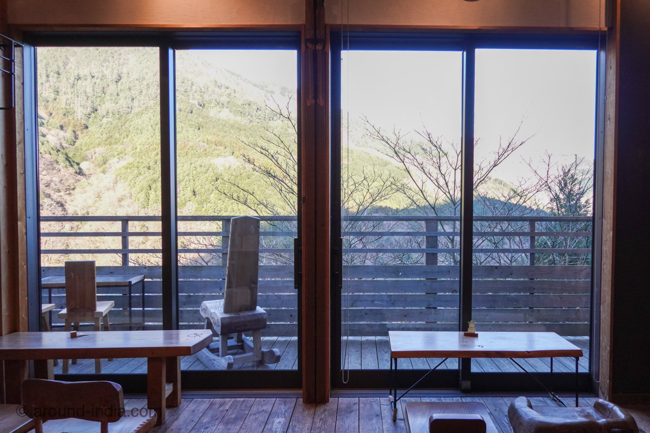 箱根の足湯カフェNARAYA CAFE 山の眺め