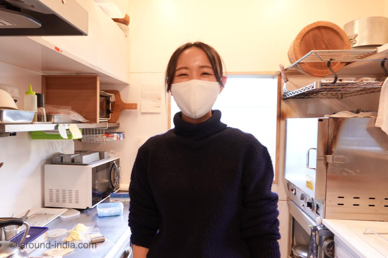箱根の足湯カフェNARAYA CAFE しおりちゃん