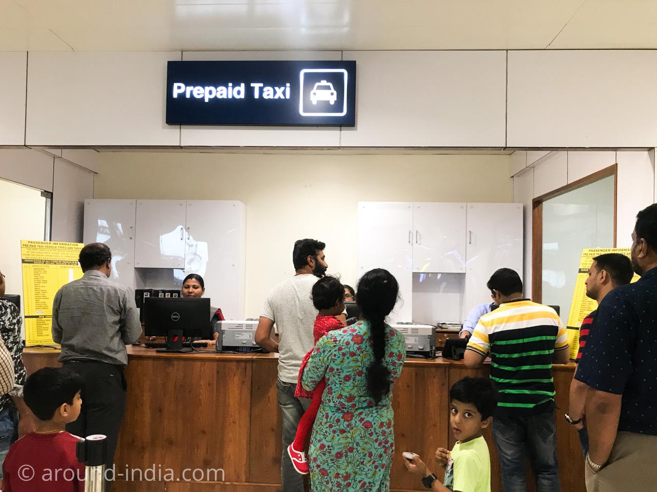 コーチン空港のプリペイドタクシーカウンター