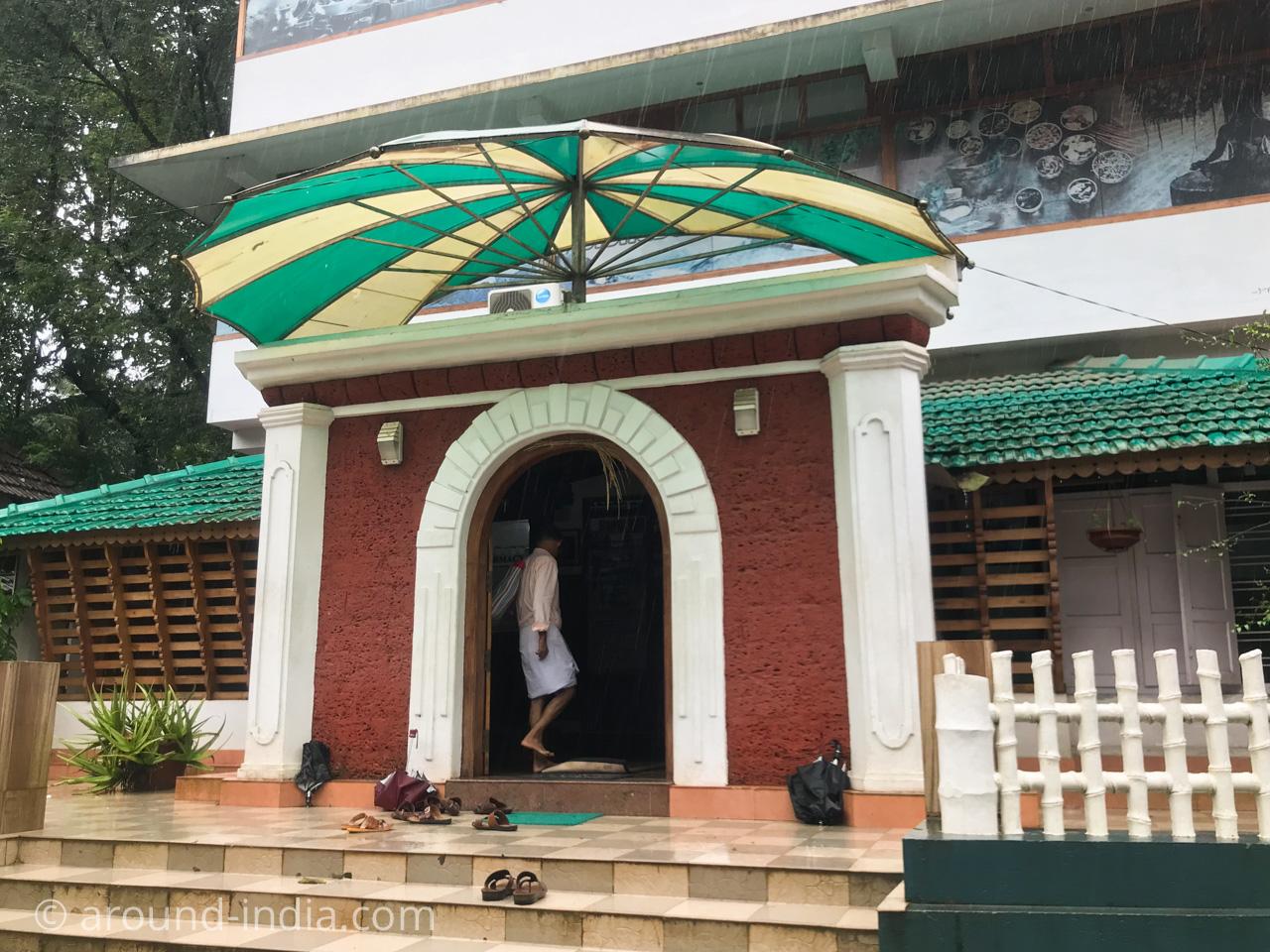 シャシクマール先生のNechiyil Ayurveda薬局と診療所の外観