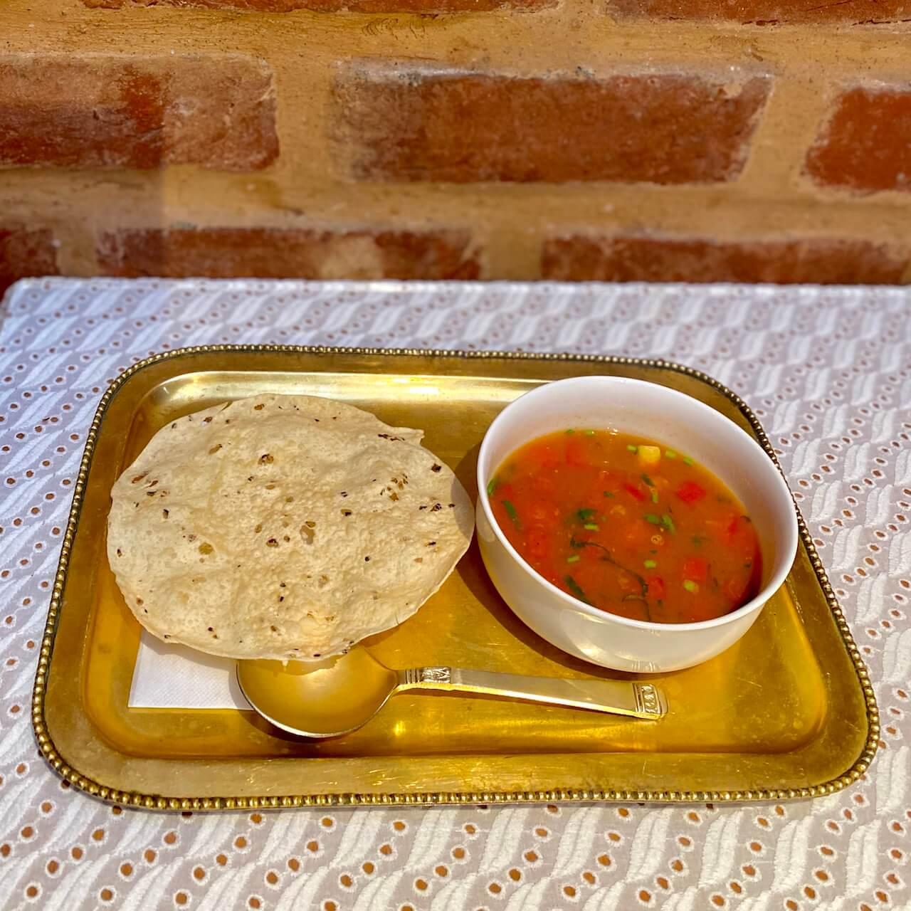 茅ヶ崎ボージャンのディナーセット スープとパパド