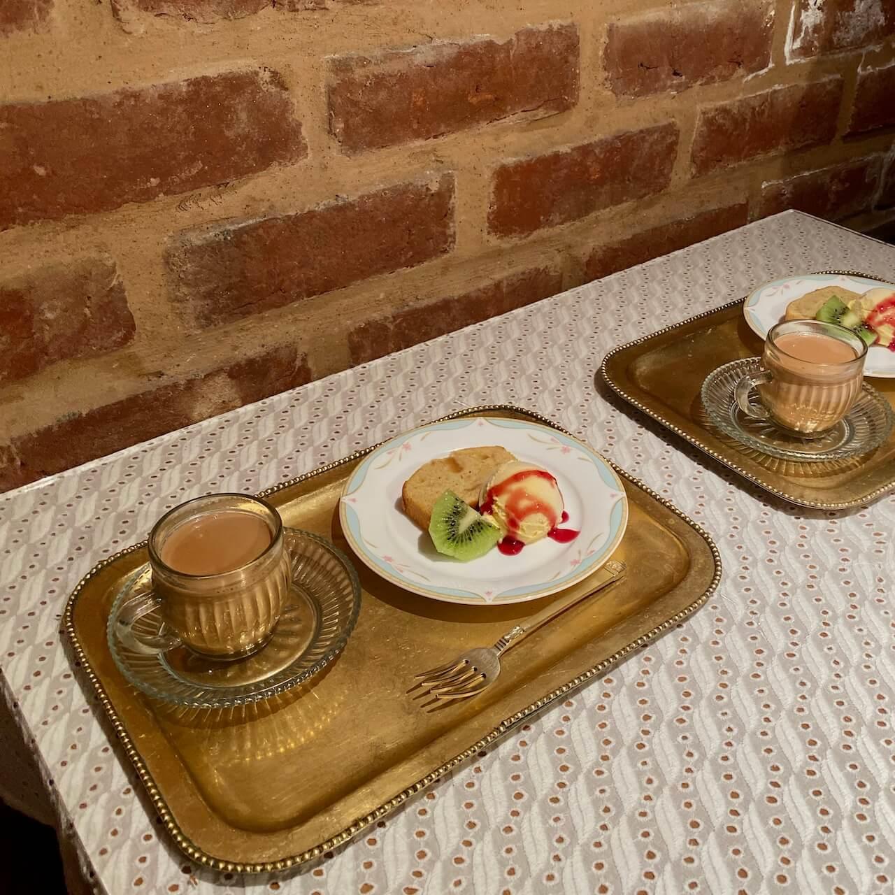 茅ヶ崎ボージャンのディナーセット デザートとチャイ