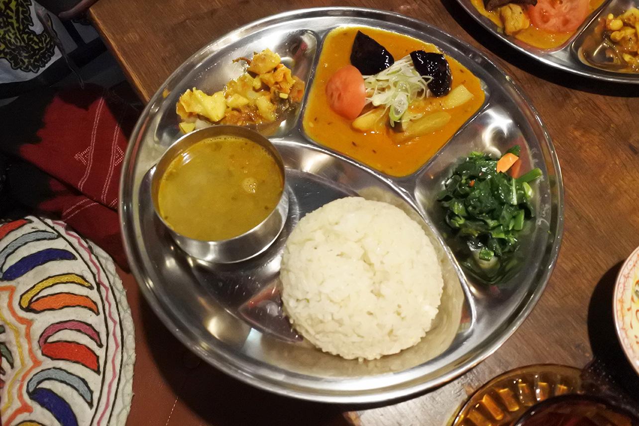 南林間ネパール料理チャンドラ・スーリヤ、ダルバート定食