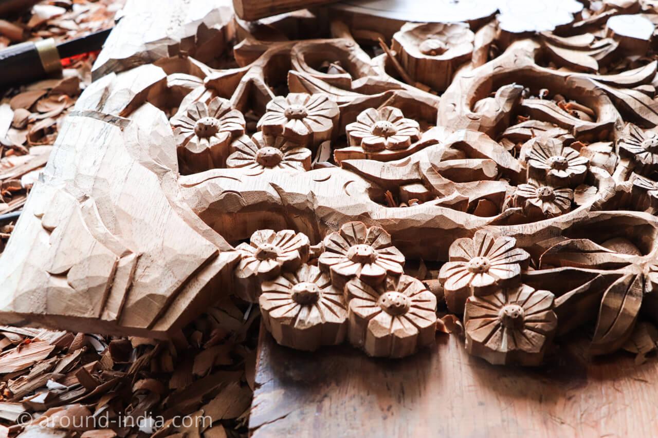 ダラムサラのノルブリンカチベット芸術 木彫り