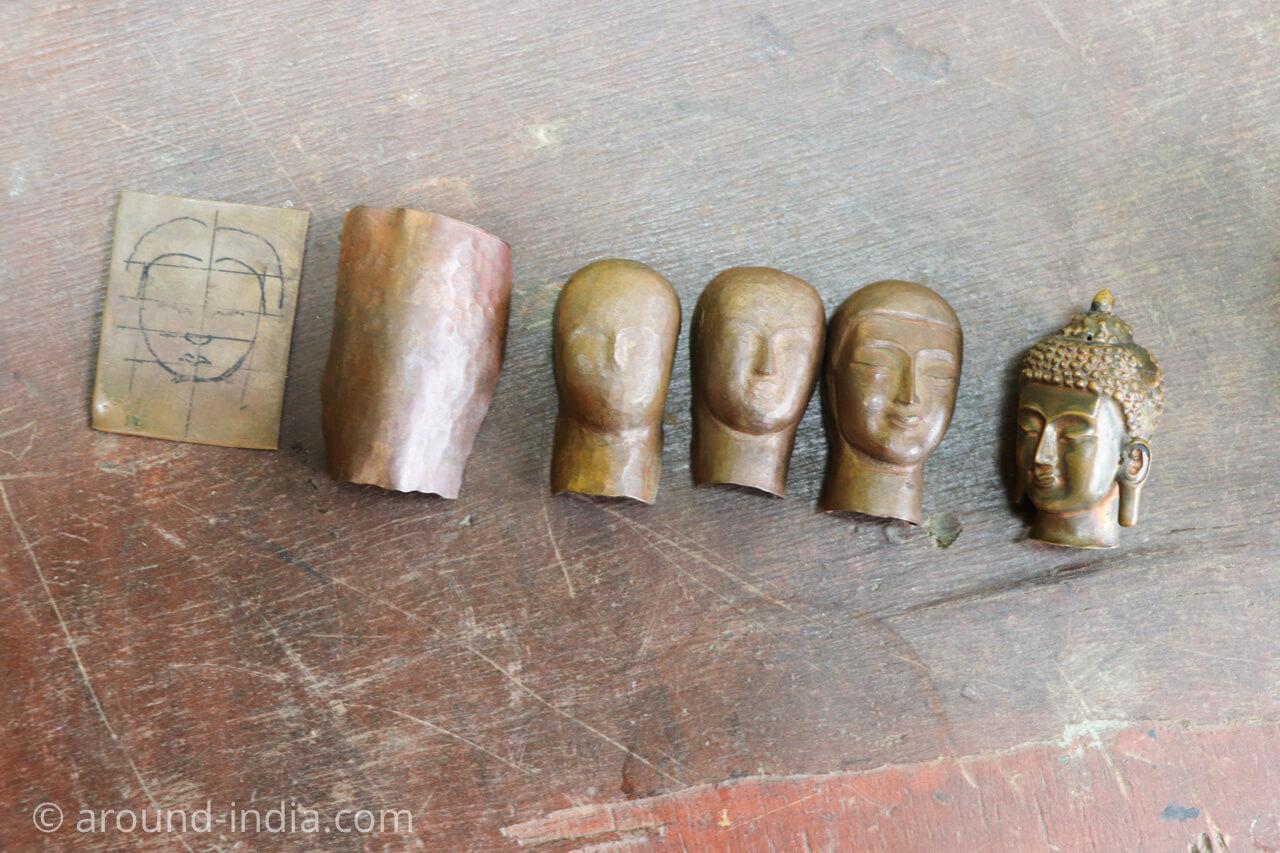 ダラムサラのノルブリンカチベット芸術 金物の仏像
