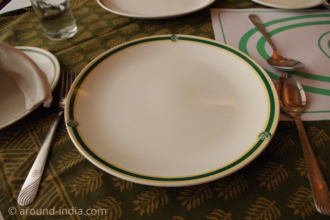 ジャイプールのレストランFour Seasonsオリジナルの食器