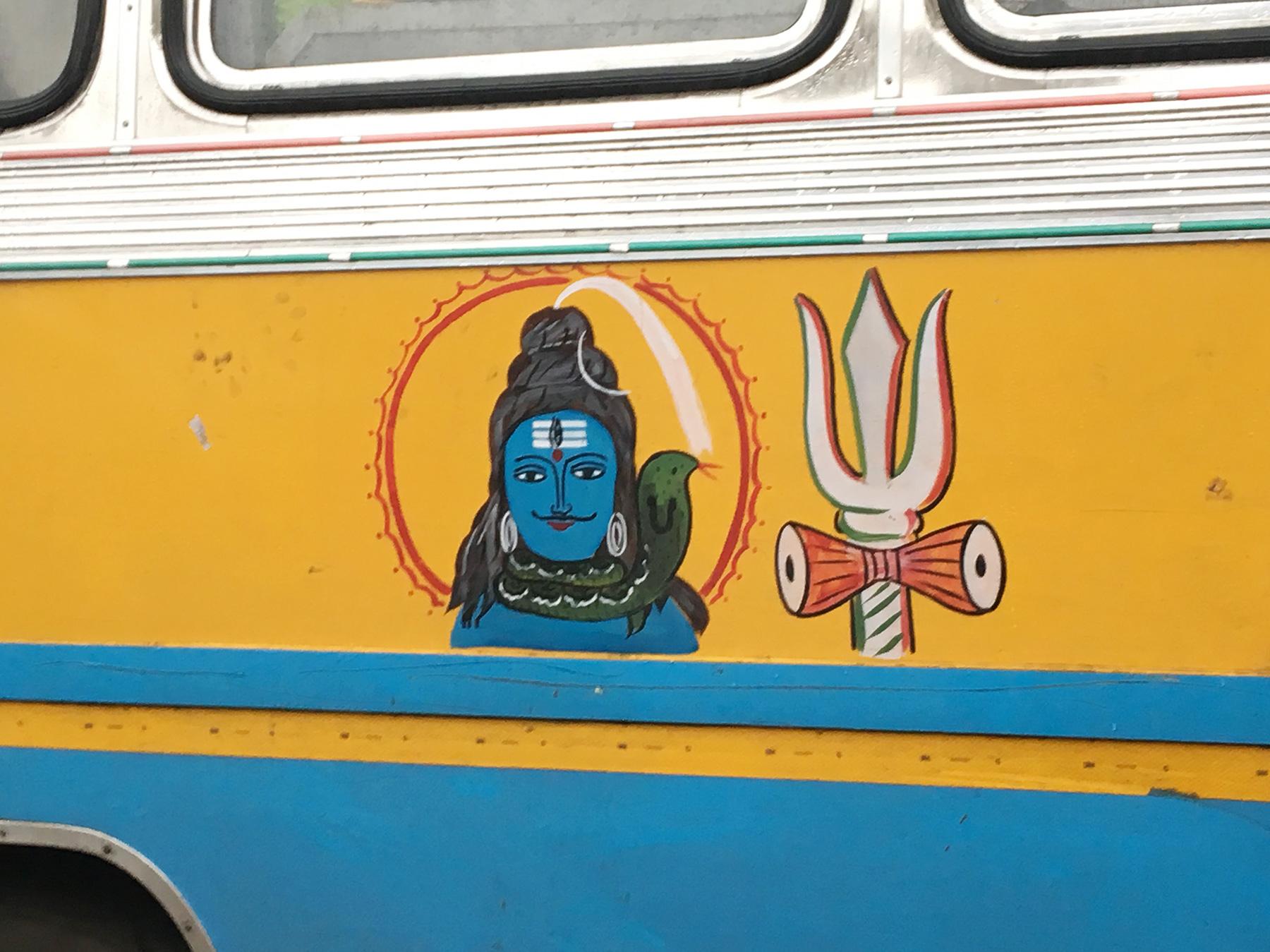 バスに描かれたシヴァ神