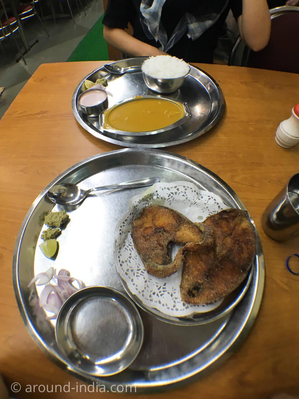 ムンバイでゴア料理 HIGHWAY GOMANTAK フィッシュフライとカレーとライス
