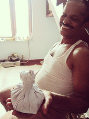 カラリパヤットゥのグルカルとできたてのポディキリ