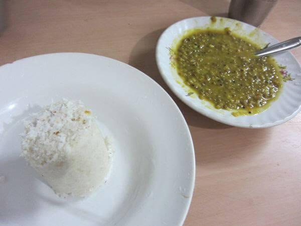 オンデンホテルの姉妹店Sharanyaの緑豆カレーとプットゥ