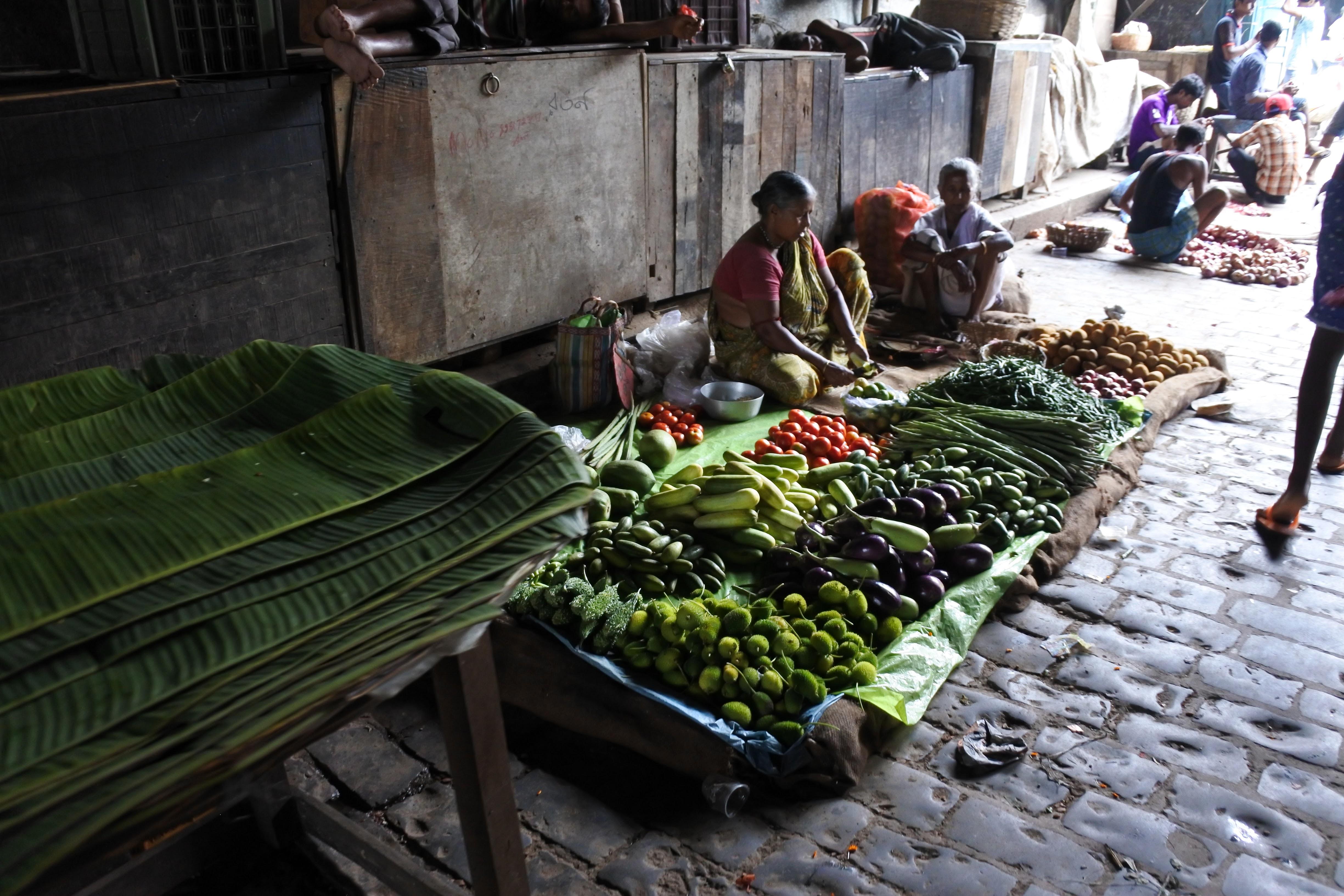 コルカタの市場。野菜売り