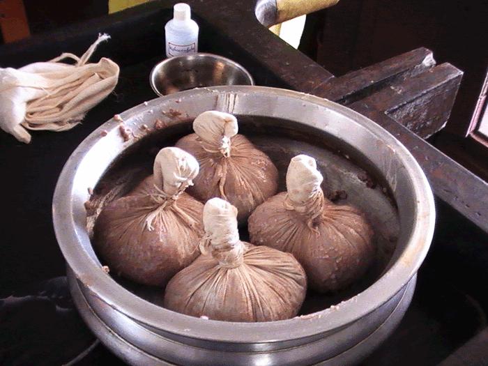 お鍋に入ったナヴァラキリ4個