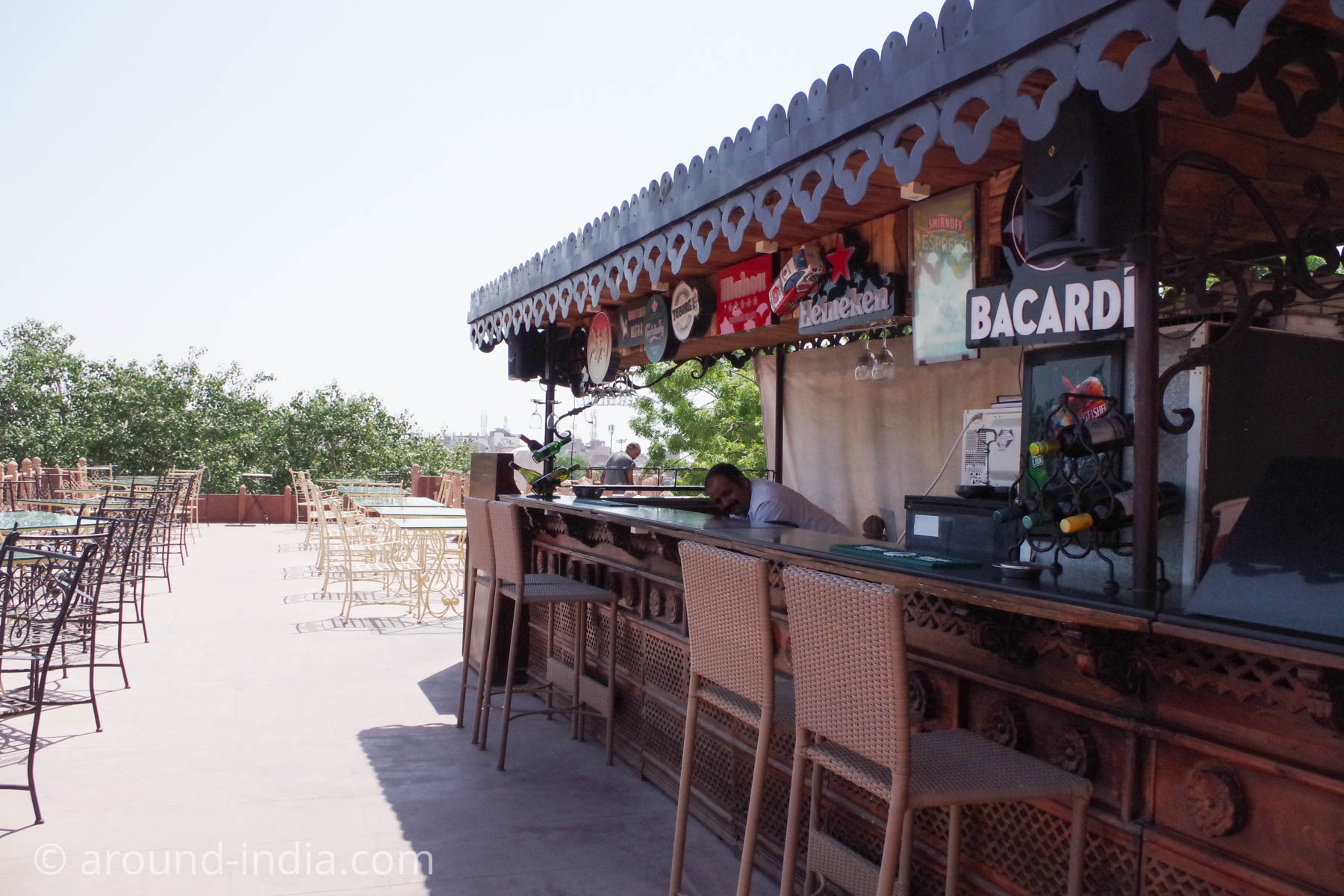 ジョードプルの邸宅レストラン Indiqueのテラスバー