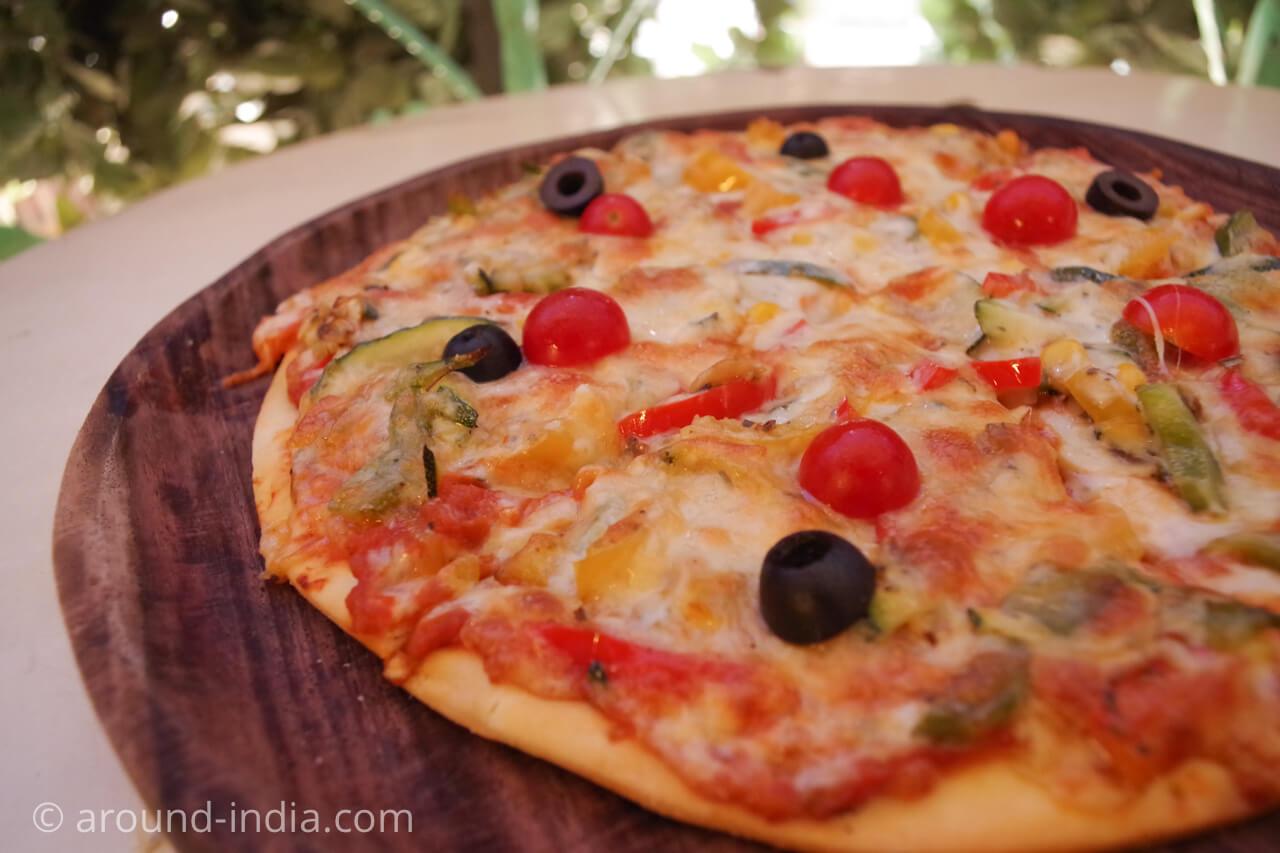 ニューデリー Ivy & Bean カフェのピザ