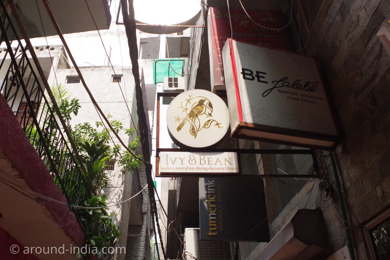 ニューデリー Ivy & Bean カフェの看板
