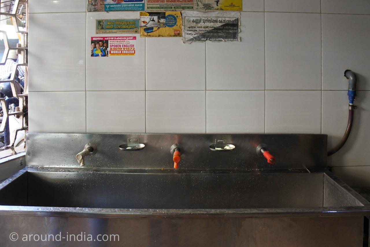 ケララ伝統料理食堂Onakkan Bharati手洗い場